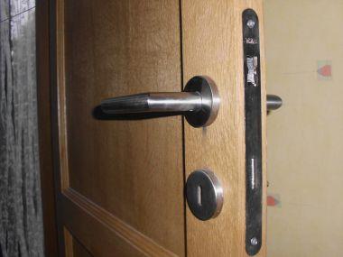 Slagpen van deurkruk blijft altijd zitten