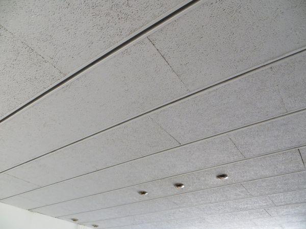 nieuw plafond overop houtwol beton platen