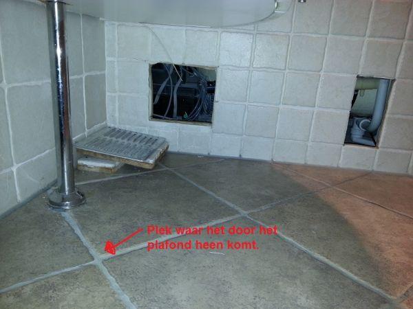 Badkamer Afvoer Lekkage : Lekkage bad naar de woonkamer