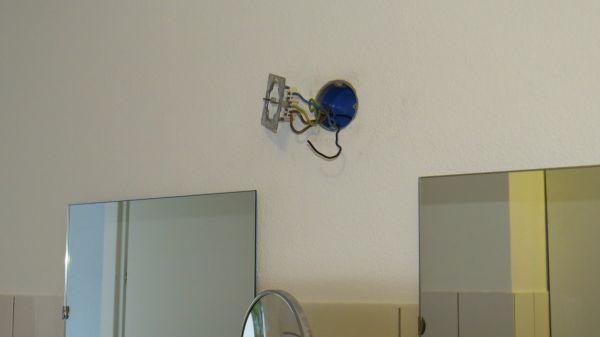 Badkamer lamp aansluiten