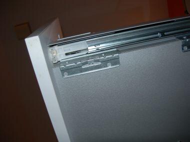hoe kan ik de schuifla uit de wastafelkast halen