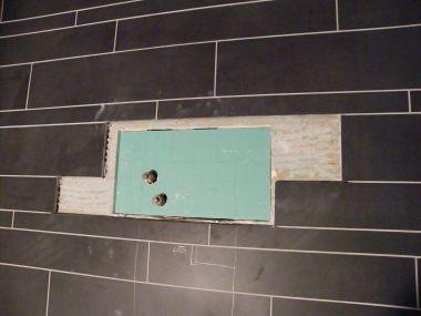 Tegels Verwijderen Badkamer : Een enkele tegel verwijderen zonder schade aan omliggend teg