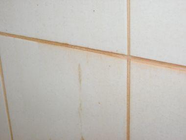 Vieze tegels na douchen