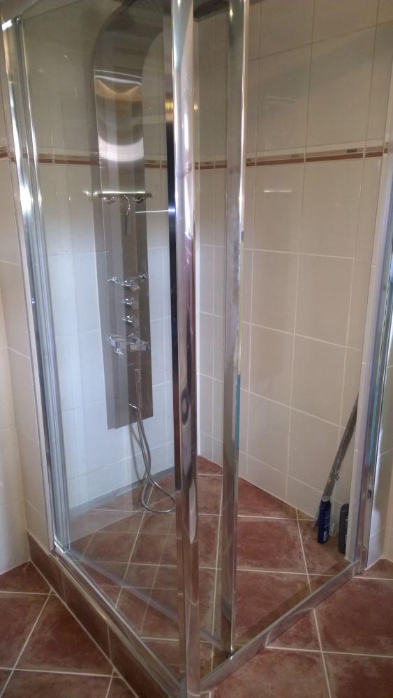 Lekkage verhoogde badkamervloer / inloopdouche