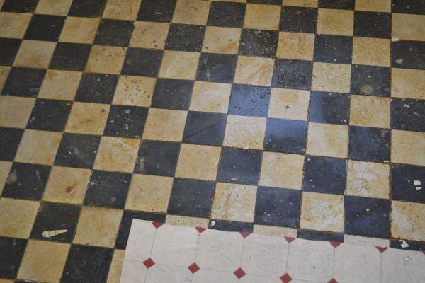 Oude lijmresten verwijderen van tegels