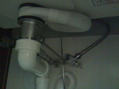 Wastafel Badkamer Stinkt : Stank uit wastafel wanneer de kraan loopt