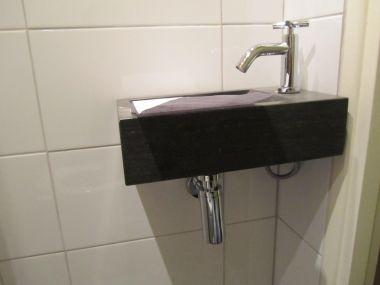 Afvoer sifon op vaste afvoer in muur past niet - Toilet aan de muur ...