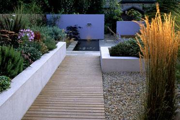 Tuin afscheiding strakke vaste plantenbak for Vijverfolie lijmen op beton