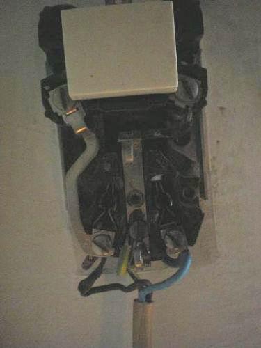 Zeer Bestaand stopcontact/schakelaar verbinden met nw stopcontact YP84