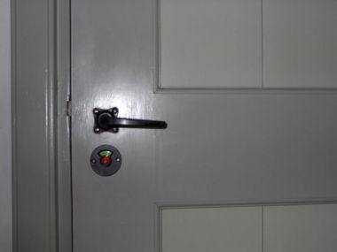 Toilet Vrij Bezet : Deuren:badkamer wc slot gebruiken of?