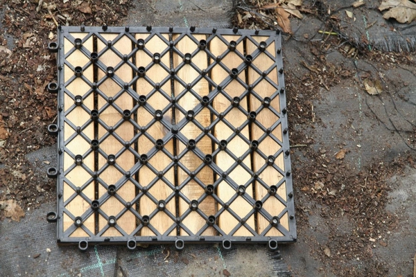 Houten Tegels Tuin : Houten tuintegels leggen hoe tuin ophogen ? zie fotos