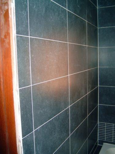 Vlekken op badkamer wandtegels