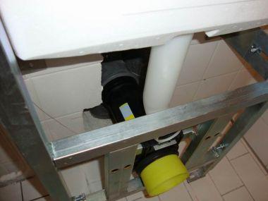 Achterwand Hangend Toilet : Hangend toilet versus riool afvoer pagina