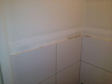 Muren en plafond toilet glad maken na verwijderen sierlijst - Toilet aan de muur ...
