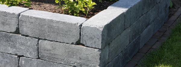 Bouwen van een bloembak for Zelf zwembad bouwen betonblokken