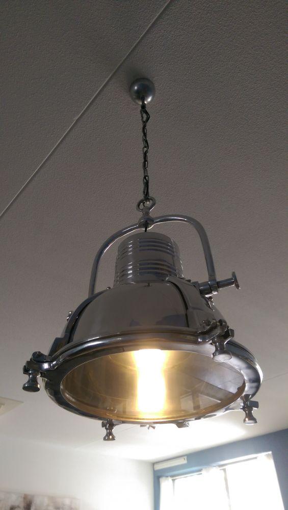 zware lamp aan centraaldoos ophangen