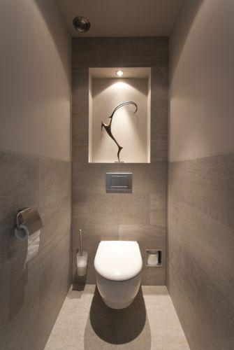Voorzetwandje toilet met nis for Washroom design ideas