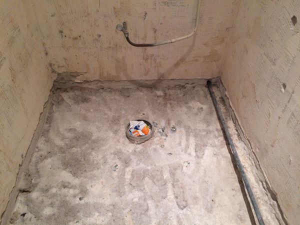 Badkamer Zonder Afvoer : Wc afvoer verplaatsen zonder kruipruimte