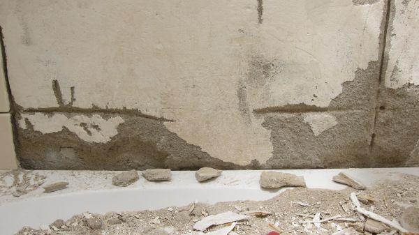 Tegels Badkamer Afkitten : Lekkage via voegen wandtegels douche