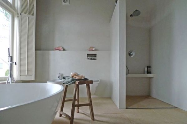 Van mini badkamer met granitovloer naar droombadkamer?