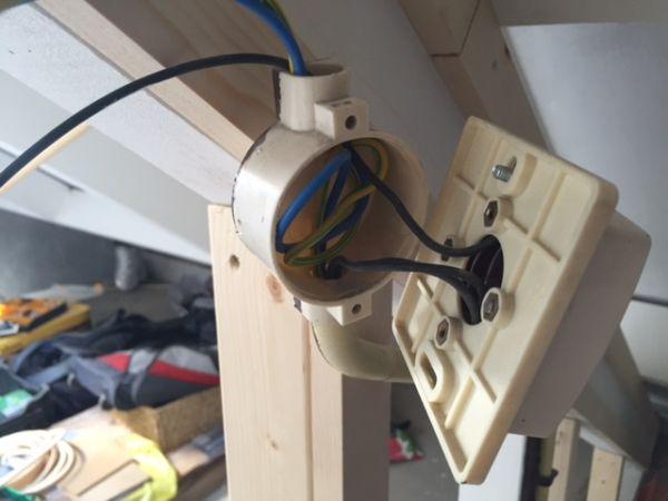 ik mis dus in ieder geval bruin fasedraad om de verlichting en de stopcontacten in de nieuwe kamer te kunnen maken
