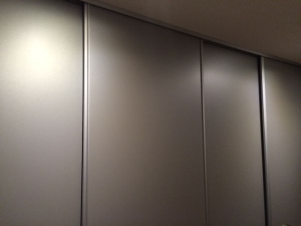 Schuifdeuren Voor Garderobekast.Schuifdeuren Vergrendelen