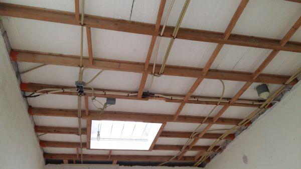 Plat koud dak isoleren vanuit binnenzijde