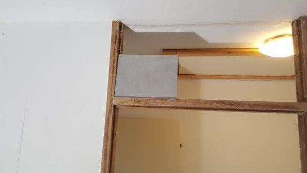Badkamer Nieuw Betegelen : Door betegelen raam kozijn badkamer