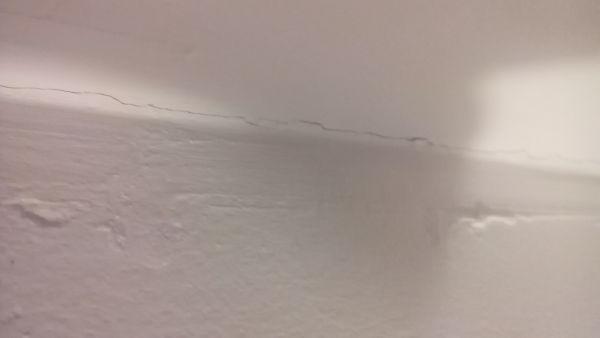 Stucwerk badkamer scheurt (muur/plafond)