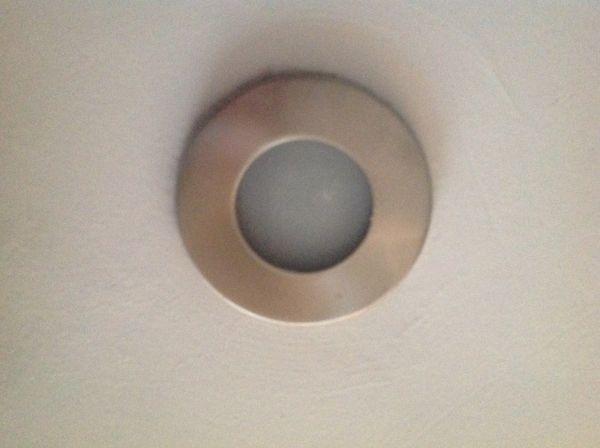Lampje vervangen inbouwspot badkamer