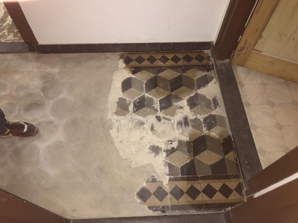 Tegelvloer Over Tegelvloer.Hoe Haal Ik Een Oude Tegelvloer Onder Een Laag Beton Vandaan