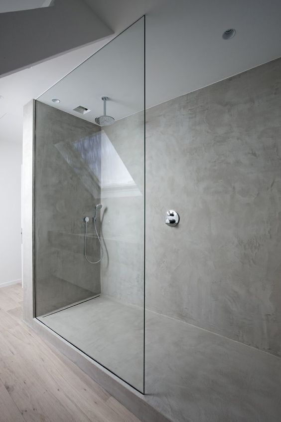 Badkamer op houten vloer met klikpvc