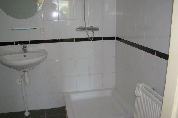 Badkamer Bad Installeren : Bad plaatsen leidingen en tegels