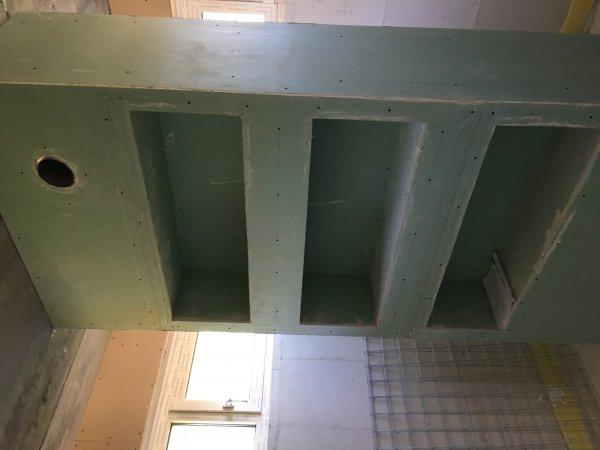 Badkamer Stucwerk Waterdicht : Badkamerwand met waterdichte betoncire