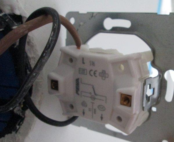 Ventilator Badkamer Aansluiten : Ventilatie in wc op lichtschakelaar aansluiten