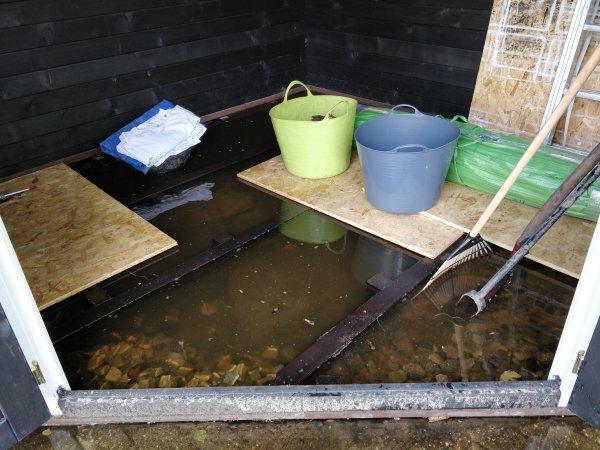 Wateroverlast Tuin Kleigrond : Help! wateroverlast in blokhut!
