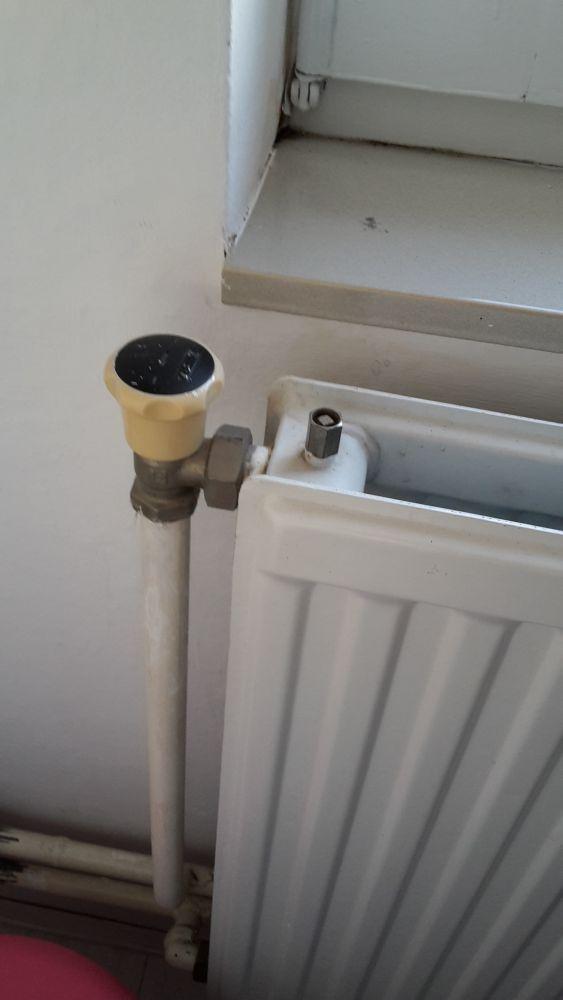 Genoeg Digitale radiatorkraan op oude radiator. UP26