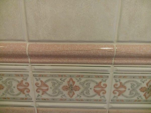 Scheurtjes in badkamer tegels
