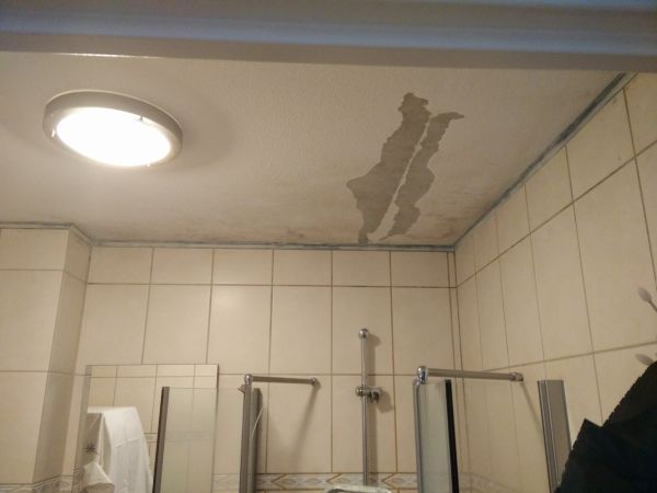 Plafond stucwerk badkamer for Stucwerk plafond