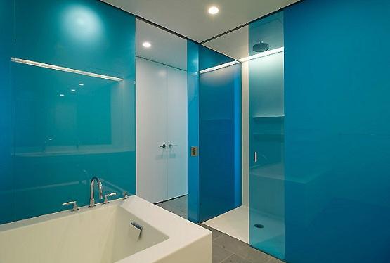Maak je eigen design badkamer met plexiglas